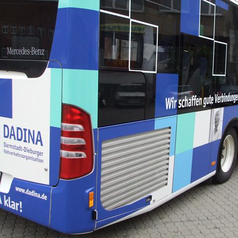 Dadina-Bus, rechts, hinten